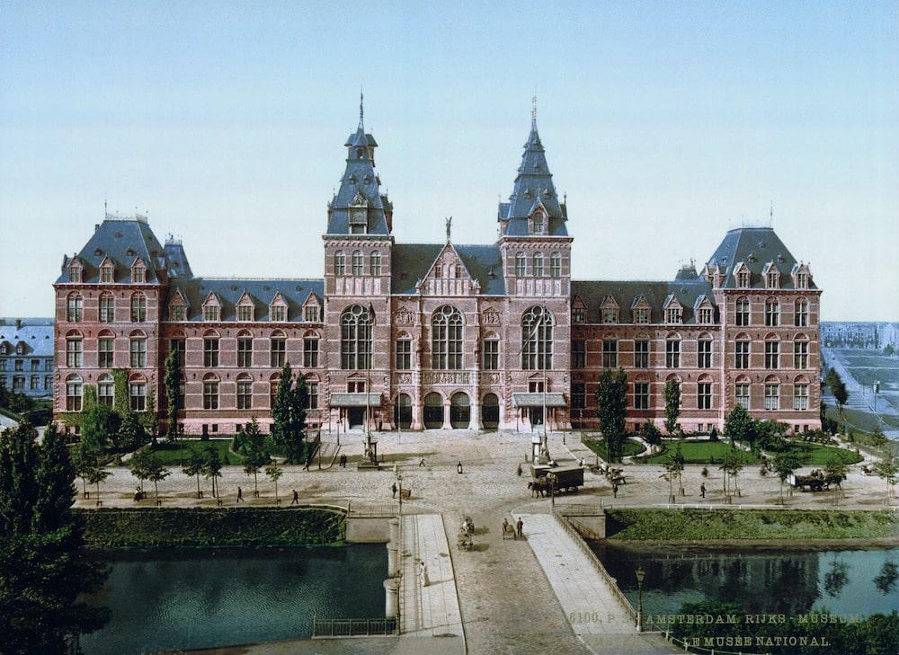 Het Rijksmuseum in Amsterdam omstreeks 1895