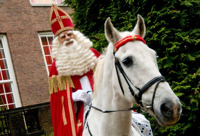 Sinterklaas in Amsterdam scaled