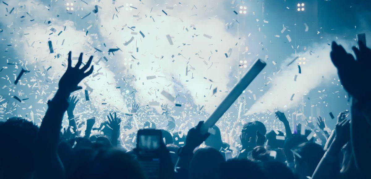 Awakenings Festival Amsterdam Feestende menigte scaled