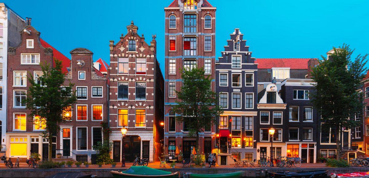 Wat te doen in Amsterdam Herengracht bij schemering scaled