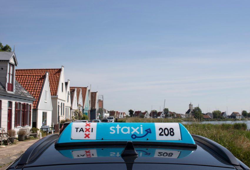 Een Staxi Daklicht waarmee je je taxi makkelijk herkent scaled