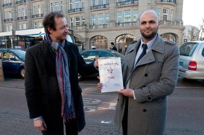 Staxi de eerste tto van nederland - TTO-vergunning in ontvangst nemen van wethouder Wiebes